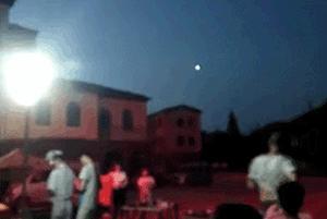 青岛天空惊现不明飞行物,疑似UFO!速度远比飞