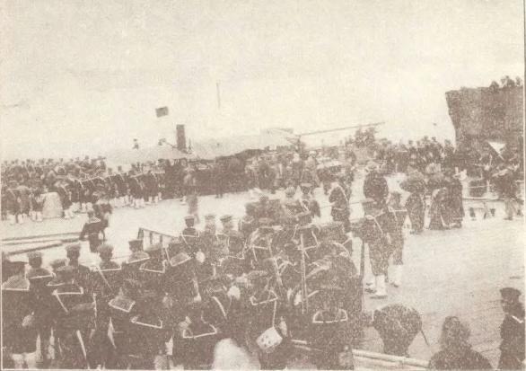 日本和英国派兵到上海,女明星参观英军兵营,