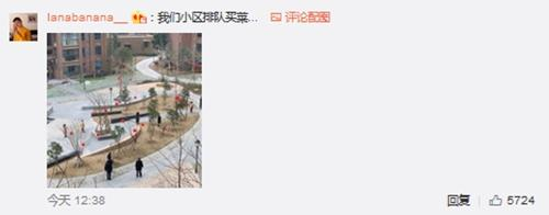 """申搏官网_上海市平易近""""北欧式""""领口罩排队视频走红 网友:憬悟很高"""