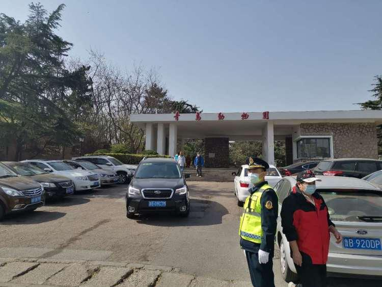"""新泰人口_""""黑车""""趁假期从新泰载客至青岛当场被执法人员查扣"""