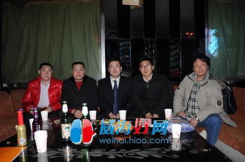 到场嘉宾左一闫森经理,左二李双举经理,中刘德钧秘书长,右二马丹鸣总图片