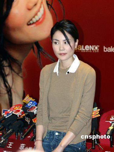 王菲教女唱歌视频网上播 好友确认女孩是窦靖童