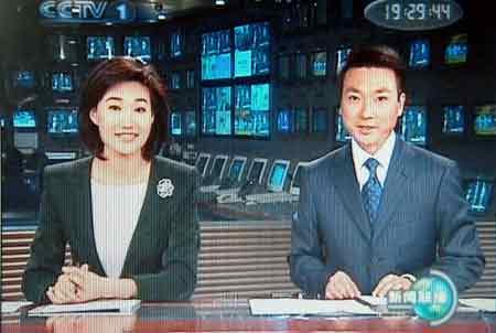 外媒关注我国新闻联播 不解主持人一成不变图片