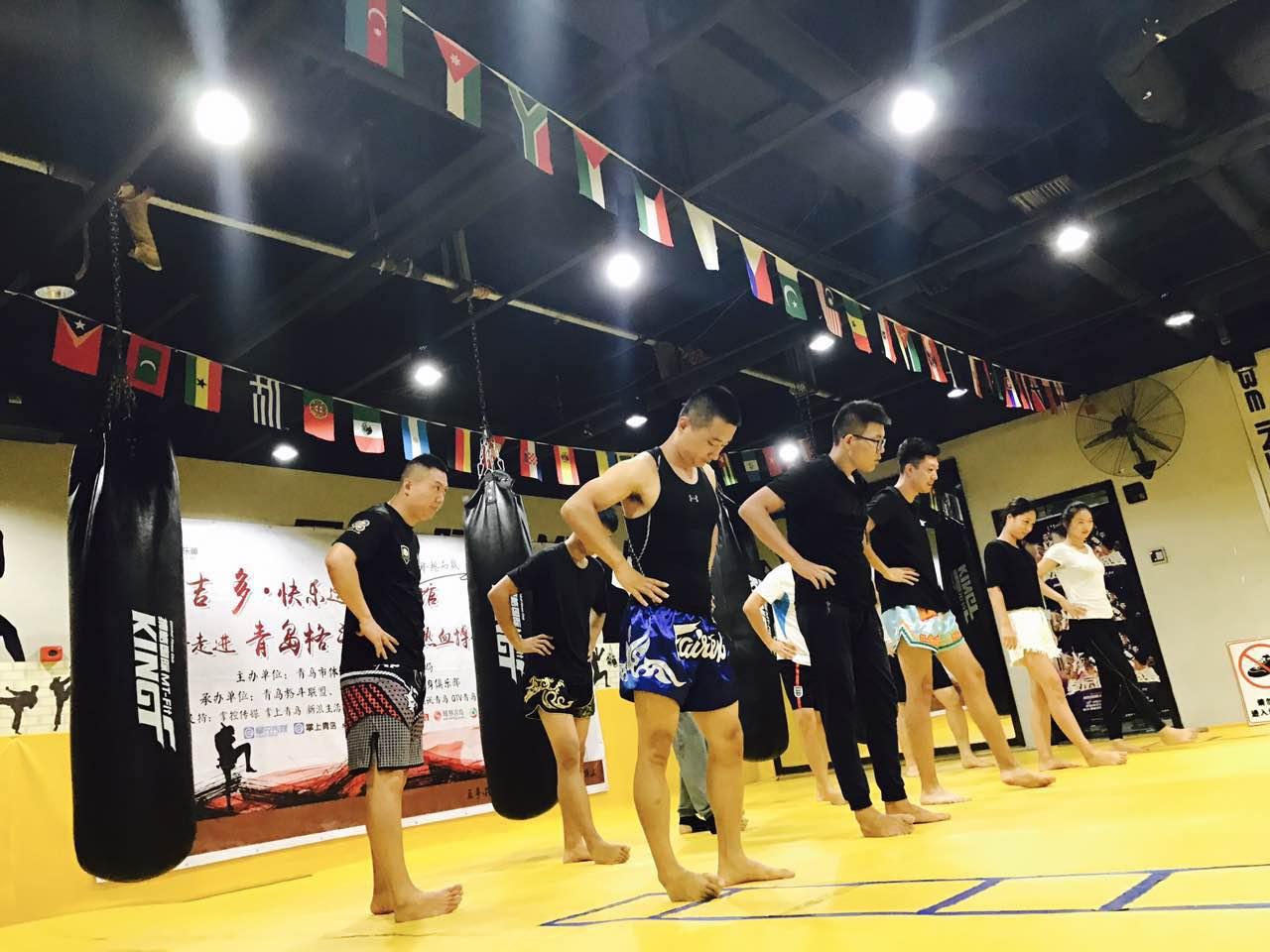 此次活动的内容由俱乐部成员集体精心设计,泰国本土教练带来传统拜师