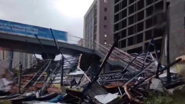 辟谣!福州路的天桥没有塌 系一工地板房倒塌(图)