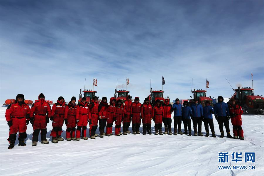 """高清:有一种过年 叫在南极冰盖上火热""""狂奔"""""""