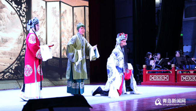 传承国粹魅力!? 高雅艺术进校园 京剧之夜震撼了