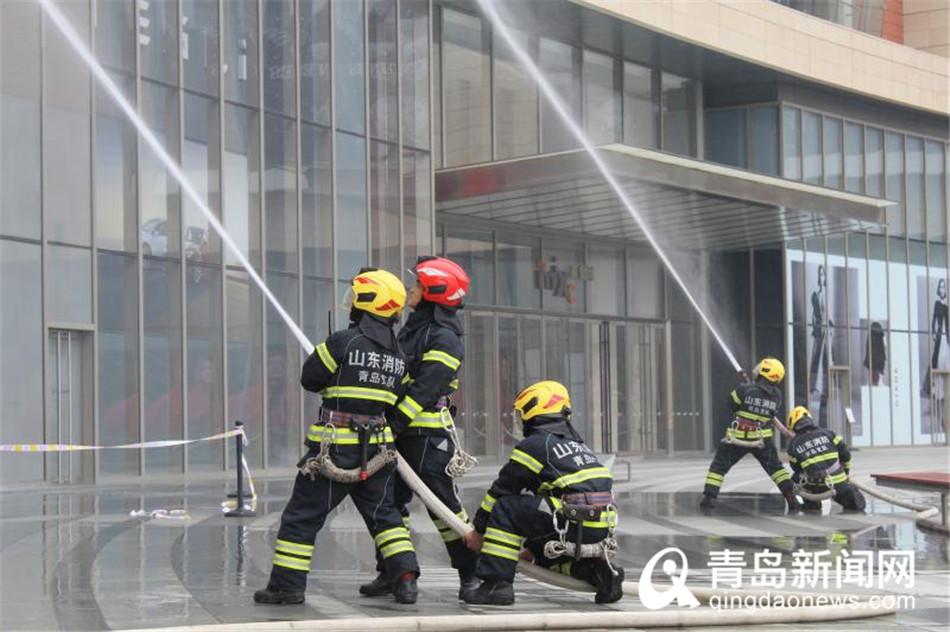 市南举行消防综急救援演练 90米云梯消防车亮相