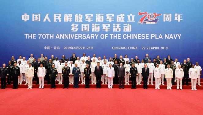 习近平在青岛会见多国海军代表团团长