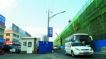"""""""   陆海汽车交易市场主任潘玉明对前景比较乐观,他认为,青岛市汽车及"""