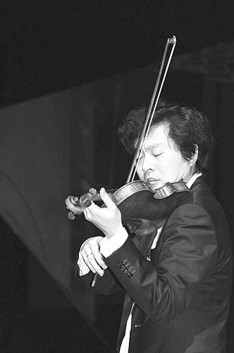 吕思清 用音乐诠释情感和体悟