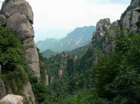 青岛 名山/春暖花开的春季,是人们爬山踏青的好时节,爬山踏青赏春景对于...
