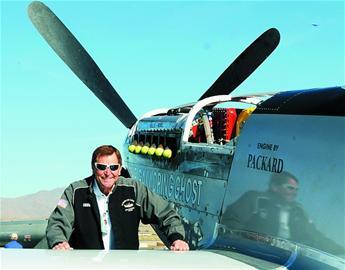 飞机表演坠毁死伤75人 飞行员死前拉杆避看台
