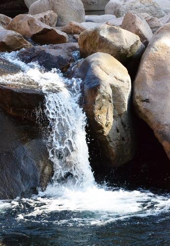水现飞瀑奇观 珍珠倒卷帘水往高处飞
