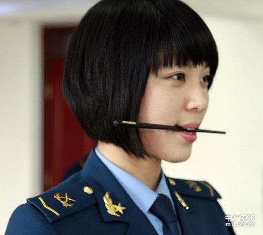 麻辣女兵——汤小米 短发军装的图片