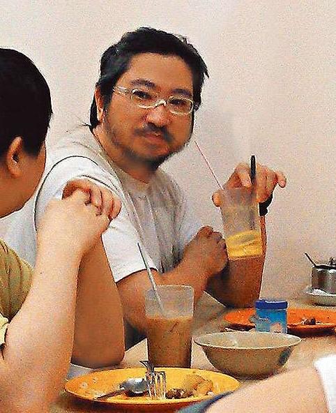 刘德华弟弟(图片来源:中国娱乐网);  刘德盛外形粗豪,午饭时间会跟