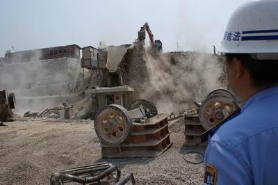 非法 采砂 遍布 强拆 城管 周边 出动 世园会/世园会周边遍布非法采砂厂城管出动强拆