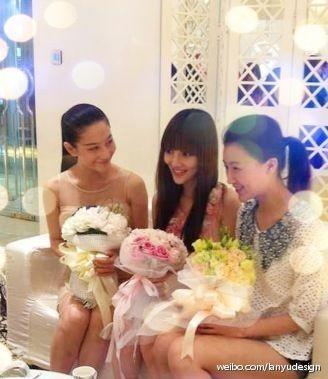 李小璐伴娘团名单_李小璐携伴娘团试婚纱 - 青岛新闻网