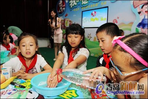 小学生学习正确的洗手方式