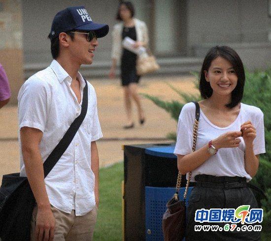高圆圆和赵又廷(资料图)   据台湾媒体报道,高圆圆和赵又廷两人通过合作陈凯歌导演的《搜索》相识相恋,两人自从公布恋情以来,便受到了许多两岸网友的齐齐祝福。近日,两人更是被爆出已经在台湾秘密领证结婚。更有媒体报导称两人闪婚是为了赵家希望已经34岁的高圆圆能够快快生孩子。   报道称:28岁的赵又廷虽然口口声声说自己30岁才结婚,但今年已经34岁的高圆圆恐怕已经年纪不等人。今年3月份