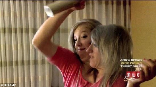 美双头连体双胞胎姐妹将登电视真人秀-连体双胞胎真人秀图片