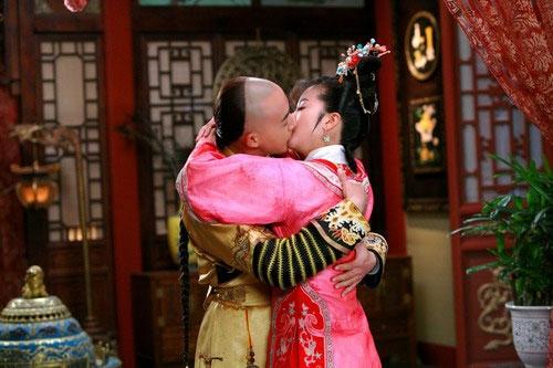 《新还珠格格》永琪深吻小燕子-明星情侣激吻镜头 刘恺威轻吻杨幂舌
