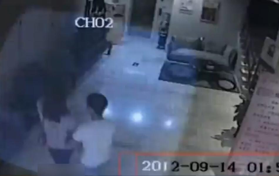 女子通过微信被男勾上 遭2男后裸体坠楼