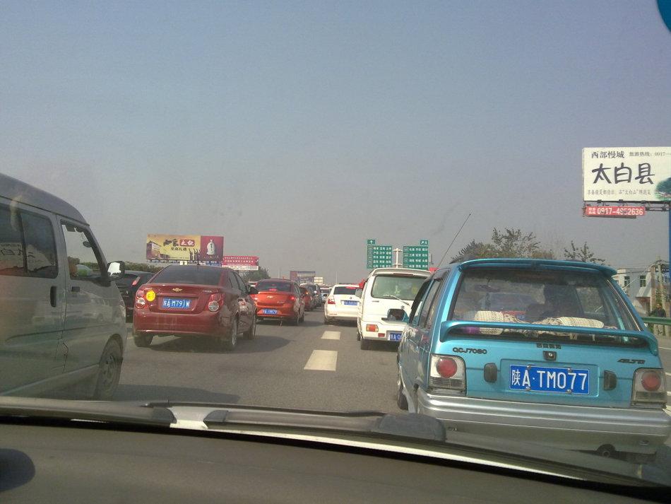 9月30日,陕西,西宝高速严重堵车.图片来自网友@段婷婷ai