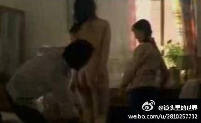 李小璐却在电影中拍摄大量洗澡镜头