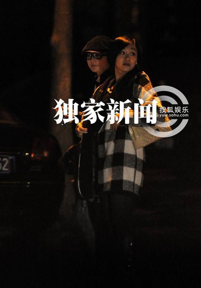记者在将台路附近的一家咖啡店门前意外撞到了刘亦菲