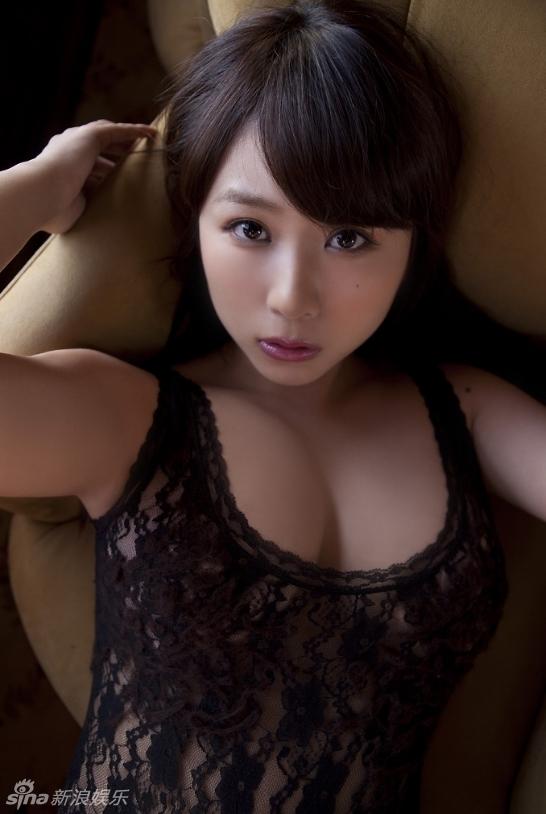 日本名模西田麻衣感内衣写真展汹涌g奶(组图)