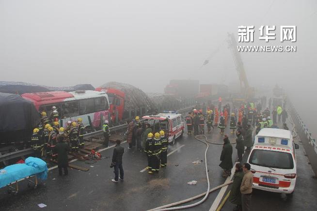 山东济广高速多车追尾事故已致9死69伤