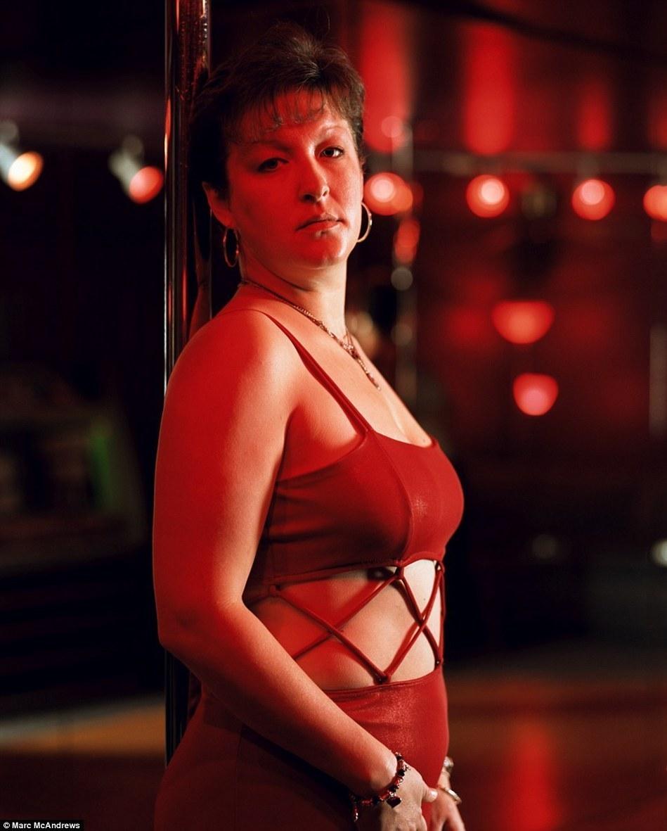 色色明星_在内华达,并不是所有从事性交易的女性都如色情明星般性感.