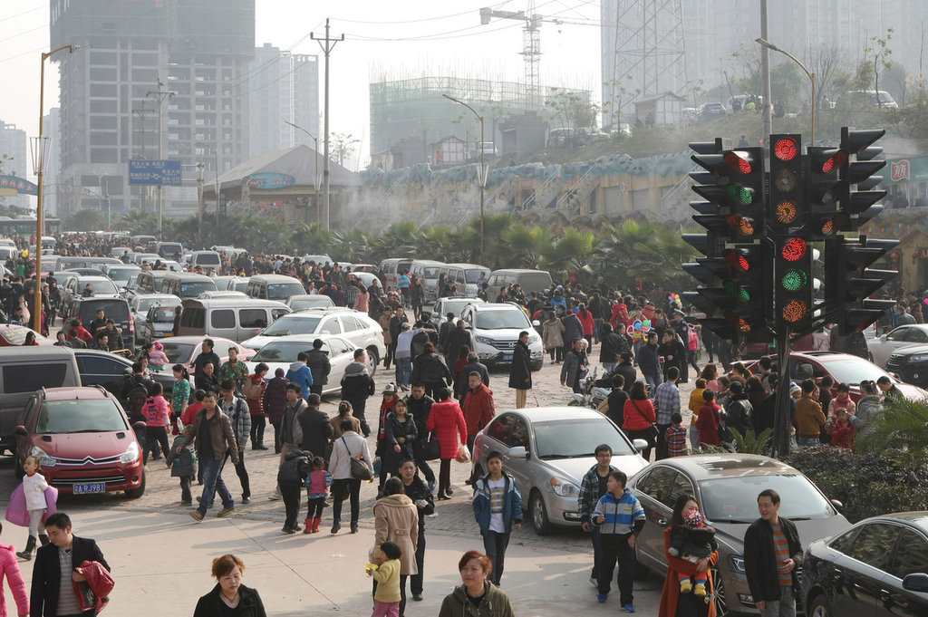 重庆/重庆一景区14组红绿灯看晕司机 致拥堵数公里