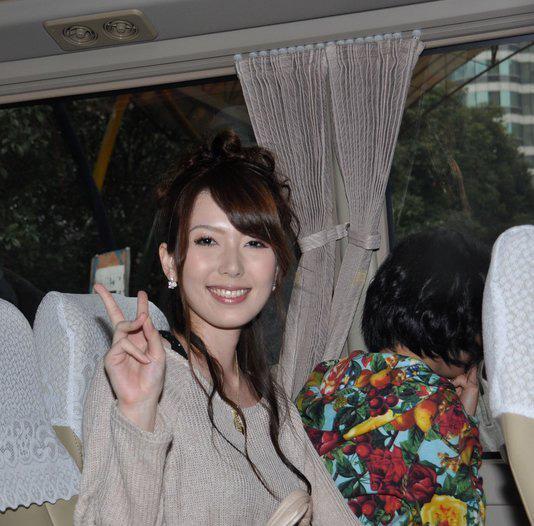 上海日本av那里买_日前,av女优在上海停留几日内,众多宅男粉丝不惜包车全程跟踪.