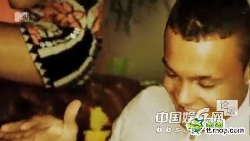 无码亚洲好色_男女共浴被直播 无节操真人秀演员激情无码出演(图)