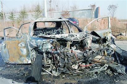 记者随后赶到胶州市中心医院,一名医生告诉记者,他们接诊了车祸中一