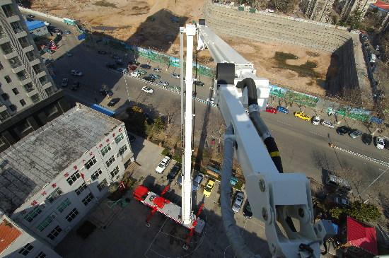 青岛市消防支队_世界第一高消防车落户青岛 可升至101米(图) - 青岛新闻网