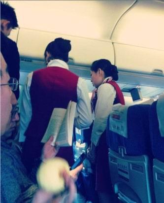 女乘客不满飞机延误打空姐耳光被行拘5天(图)