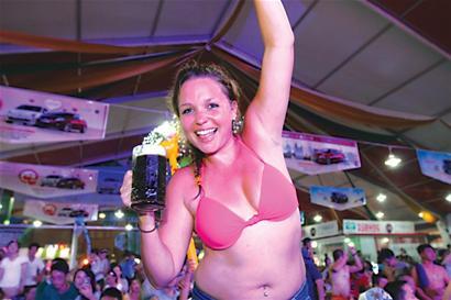 青岛/啤酒节仅有短短的16天,啤酒大棚要想在有限的时间里赢得最多的...