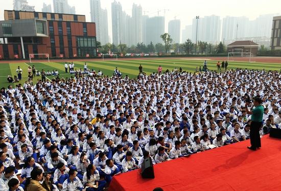 李阳演讲a团队英语团队来到青岛经济技术开发区v团队初级中学现场带领翰林高中河南省图片