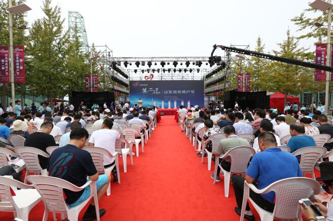 山东广电网络集团青岛分公司党委书记,总经理江范森为30所希望小学