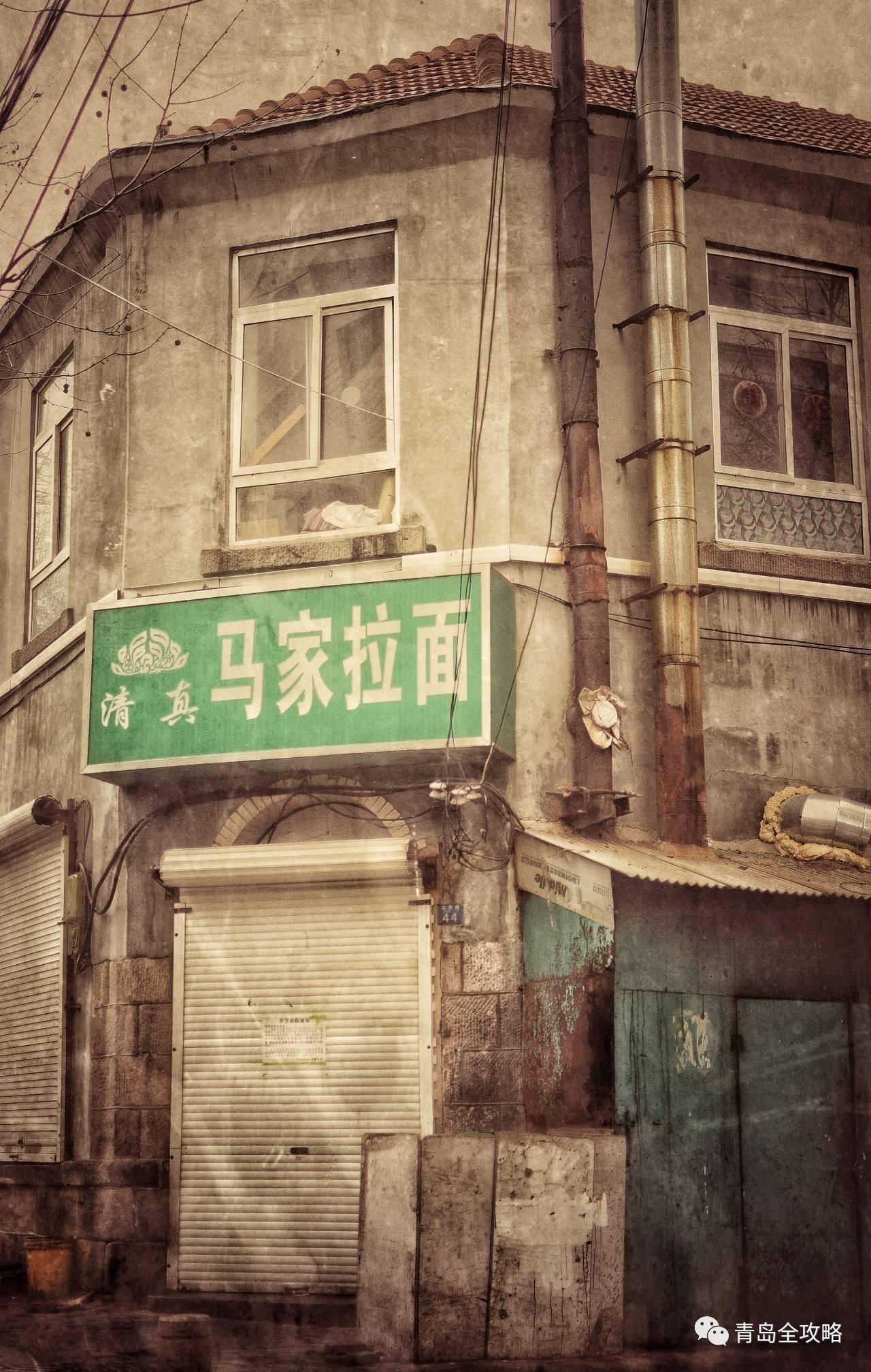 石老人边的 啤酒城 奠基     成立了 青岛海牛 足球队     在 四方路