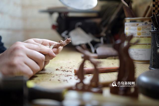 木头雕刻兔子工艺品图片