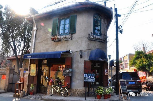 外观看上去是一家欧式风格的咖啡馆