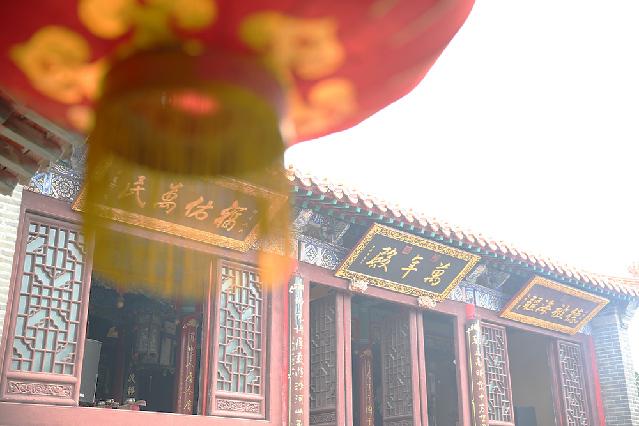 http://www.qingdaonews.com/images/attachement/jpg/site1/20170629/48d224f8c5531abea8e02c.jpg /enpproperty-->  说到豪华游轮旅行,可能在很多人脑海里只限于出境游。而随着6月29日长岛港码头两艘总投资7000多万的主题游船寻仙5、寻仙6首航,国内旅游也迈入了 高端巡航的新时代。  长岛旅游投资有限公司揭牌 忽闻海上有仙山,山在虚无缥缈间,楼阁玲珑五云起,其中绰约多仙子诗人白
