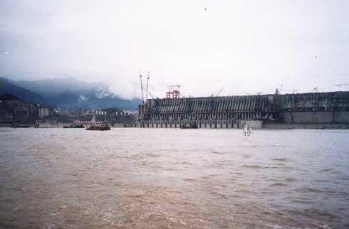 三峡大坝的首要目标是防洪.它可使荆江河段防洪标准由现在的高清图片