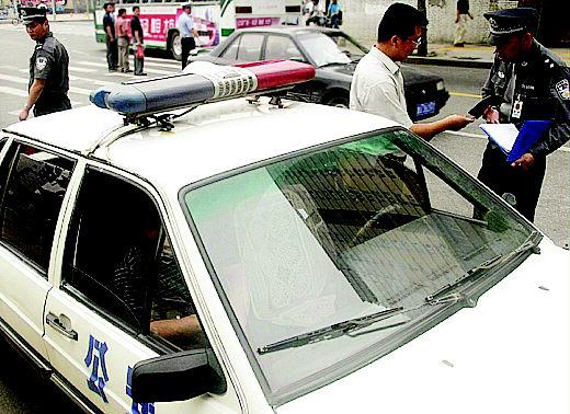 警车鸣笛电路图