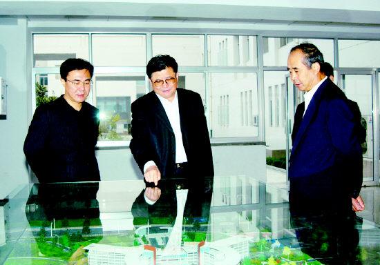 11月3日下午,山东省教育厅副厅长陈光华来我校